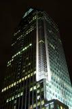 Wolkenkrabber bij nacht Stock Foto