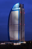 Wolkenkrabber bij nacht Stock Fotografie