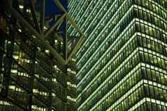 Wolkenkrabber in de Nacht Royalty-vrije Stock Foto's