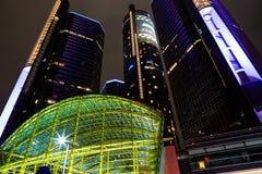 Wolkenkrabber de van de binnenstad van de waterkant van Detroit bij nacht Royalty-vrije Stock Afbeelding