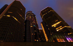 Wolkenkrabber de van de binnenstad van de waterkant van Detroit bij nacht Stock Foto