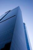 Wolkenkrabber en blauwe hemel Royalty-vrije Stock Foto