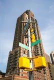 Wolkenkrabber en lamppost Royalty-vrije Stock Foto