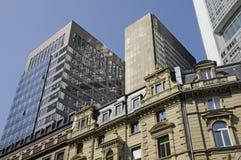 Wolkenkrabber in Frankfurt Stock Afbeeldingen
