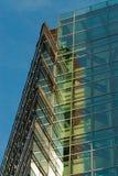 Wolkenkrabber op blauwe hemel Royalty-vrije Stock Afbeeldingen
