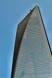 Wolkenkrabber op blauwe hemel Royalty-vrije Stock Foto's