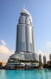 Wolkenkrabber op het Meer van Burj Doubai. Stock Fotografie