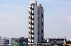 Wolkenkrabber in stad royalty-vrije stock afbeelding