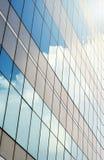 Wolkenkrabber tegen hemel Royalty-vrije Stock Afbeelding