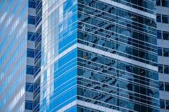 Wolkenkrabber uit glas en staal in Portland dat van de binnenstad wordt gemaakt stock foto's
