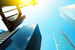 Wolkenkrabbers als symbool van succes met zichtbare zongloed Royalty-vrije Stock Afbeeldingen