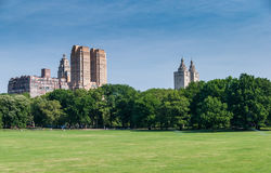 Wolkenkrabbers bahind Centraal park Royalty-vrije Stock Foto