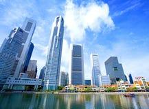 Wolkenkrabbers in bedrijfsdistrict van Singapore. Stock Foto