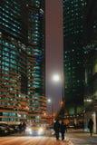Wolkenkrabbers bij de nacht royalty-vrije stock fotografie