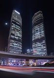 Wolkenkrabbers bij Lujiazui-gebied bij nacht, Shanghai, China Stock Foto's