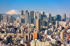 Wolkenkrabbers in de Afdeling Shinjuku van Tokyo met Mt fuji stock afbeelding
