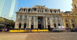 Wolkenkrabbers de van de binnenstad, moderne die van Santiago de Chile met historische gebouwen, Chili worden gemengd royalty-vrije stock afbeeldingen