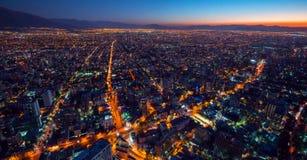 Wolkenkrabbers de van de binnenstad, moderne die van Santiago de Chile met historische gebouwen, Chili worden gemengd royalty-vrije stock foto
