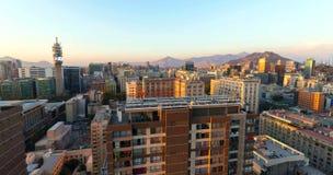Wolkenkrabbers de van de binnenstad, moderne die van Santiago de Chile met historische gebouwen, Chili worden gemengd royalty-vrije stock foto's