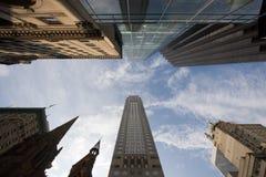 Wolkenkrabbers die hemel bereiken Royalty-vrije Stock Foto's