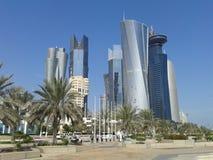 Wolkenkrabbers in Doha, op Corniche Royalty-vrije Stock Afbeeldingen