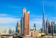 Wolkenkrabbers in Doubai de stad in royalty-vrije stock fotografie