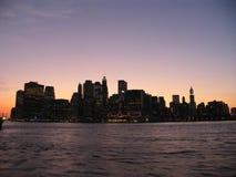 Wolkenkrabbers en roze zonsondergang Royalty-vrije Stock Afbeeldingen