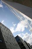 Wolkenkrabbers en wolken Royalty-vrije Stock Foto