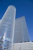 Wolkenkrabbers onder de blauwe hemel Royalty-vrije Stock Foto