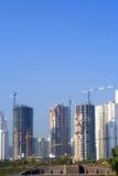 Wolkenkrabbers onder hemel Royalty-vrije Stock Foto's
