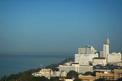 Wolkenkrabbers op de kust. Stock Afbeelding
