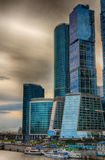 Wolkenkrabbers op de Rivier van Moskou Het Kremlin Stock Fotografie