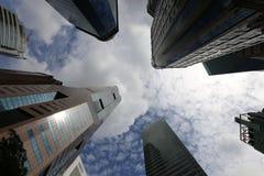 Wolkenkrabbers in Singapore Stock Foto's