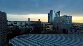 Wolkenkrabbers van de de stadshorizon van het nacht de lichte stedelijke district stock footage