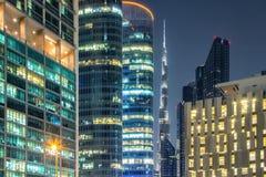 Wolkenkrabbers van Doubai bij nacht Royalty-vrije Stock Afbeelding