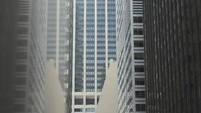 Wolkenkrabbers van New York Muur St stock videobeelden