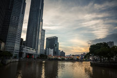 Wolkenkrabbers van Singapore Stock Afbeeldingen
