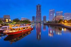 Wolkenkrabbers van Yokohama-stad bij schemer Stock Afbeeldingen