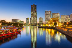 Wolkenkrabbers van Yokohama-stad bij zonsondergang Royalty-vrije Stock Fotografie