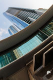 Wolkenkrabbersgebouwen in Abu Dhabi Stock Foto's