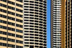 Wolkenkrabbersvoorgevels met een hiaat Stock Afbeeldingen