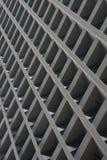 Wolkenkrabbervoorgevel die net van concrete balken tonen royalty-vrije stock foto