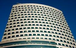 Wolkenkratzer über blauem Himmel Lizenzfreies Stockfoto