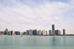 Wolkenkratzer in Abu Dhabi Stockfotos