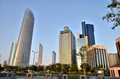 Wolkenkratzer in Abu Dhabi Stockbilder