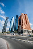 Wolkenkratzer in Abu Dhabi Stockbild