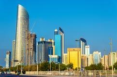 Wolkenkratzer in Abu Dhabi, das Kapital von Emiraten Stockfotos
