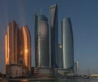 Wolkenkratzer in Abu Dhabi nahe dem Corniche Stockfoto