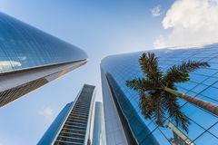 Wolkenkratzer in Abu Dhabi, UAE Stockfotografie
