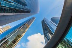 Wolkenkratzer in Abu Dhabi, UAE Lizenzfreie Stockfotos